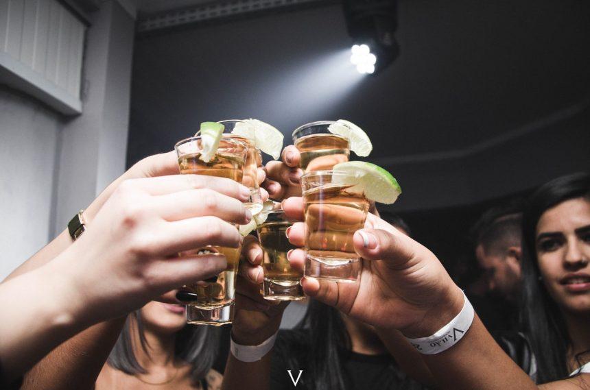 Eine Cocktailtheke auf deinem JGA